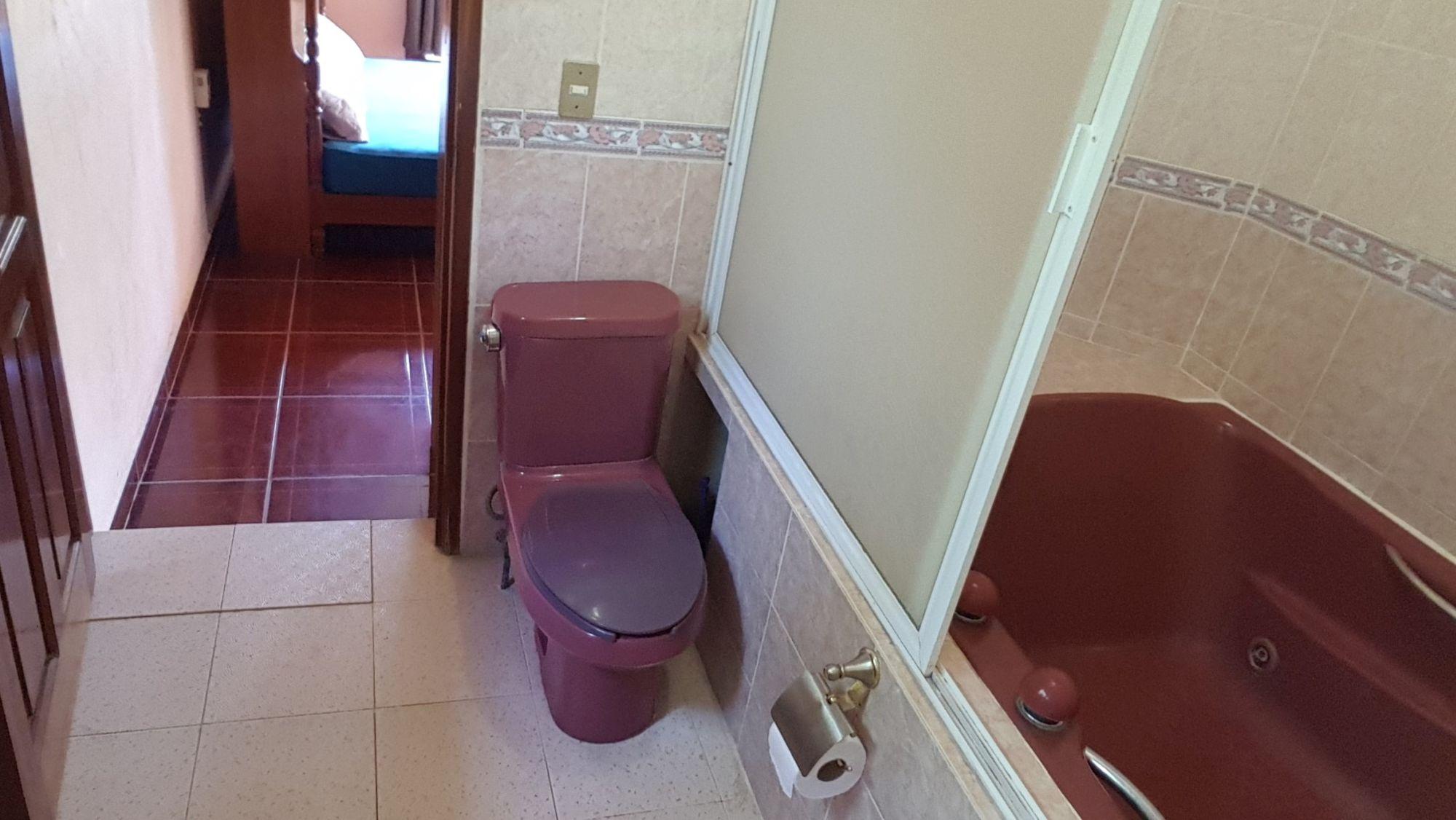 Villa Mango Puerto Escondido Manila king private room bathroom2